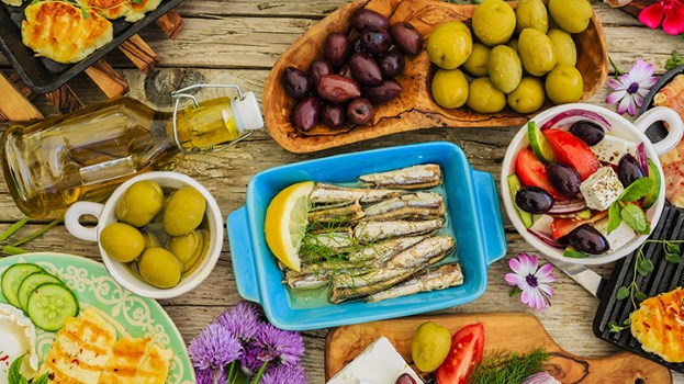 Eating Mediterranean Diet Lowers Hip Fracture Risk in Women (Video)